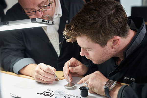 Chris Hemsworth visits the manufacture