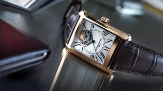 Classics Carrée Automatic Trends and style