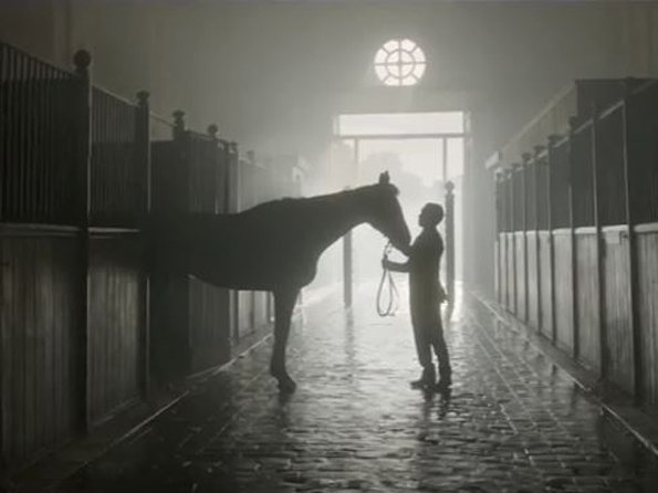 Longines - Video  Backstage of the new Longines horseracing