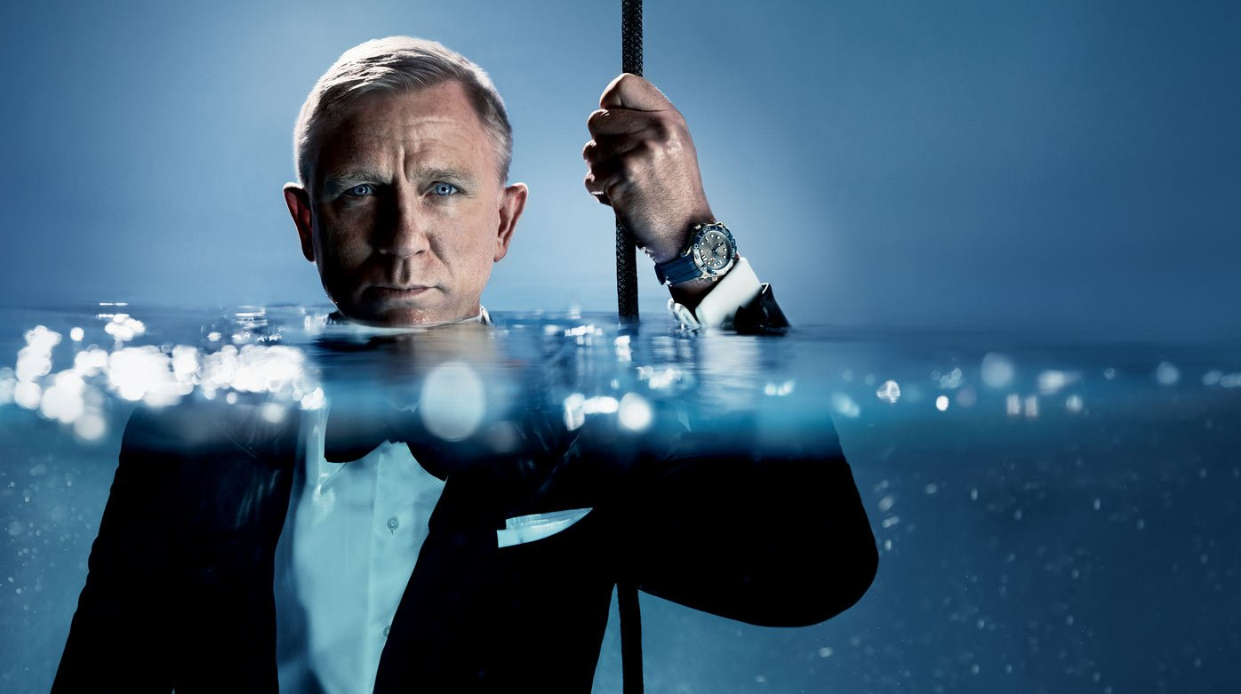Omega - Daniel Craig brings the Seamaster Diver 300m to the surface