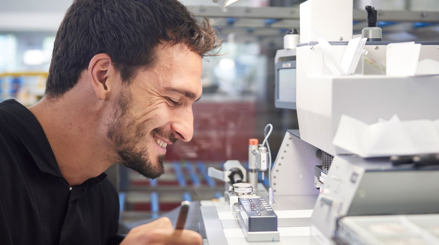 TAG Heuer - Mats Hummels visits the Manufacture