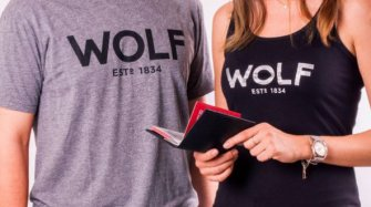 Wolf – Passport holder and men's and women's t-shirts Arts and culture