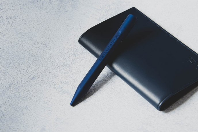 Win a pen and a card holder offered by Eberhard & Co
