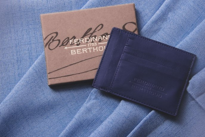 Win a leather cardholder