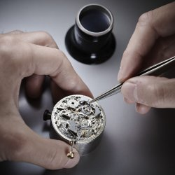 Adjustment of the hammer © Chopard