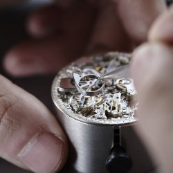 Setting of the inertia wheel drum © Chopard