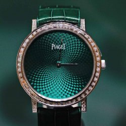 Piaget Altiplano with green flinqué enamel dial © David Chokron/Worldtempus