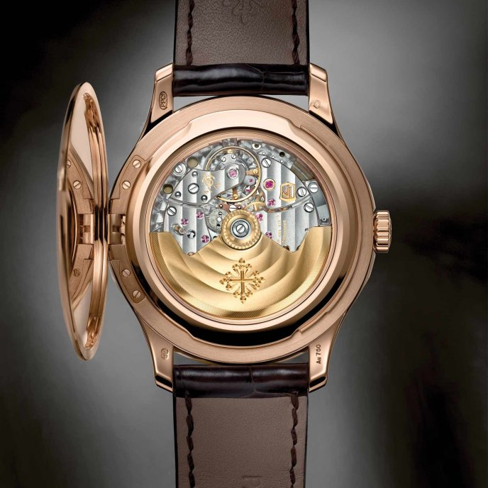 Patek-Philippe-Calatrava-5227-or-rose-officer-view