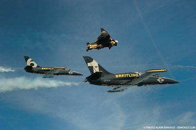 Breitling - Jetman flies with the Breitling Jet Team
