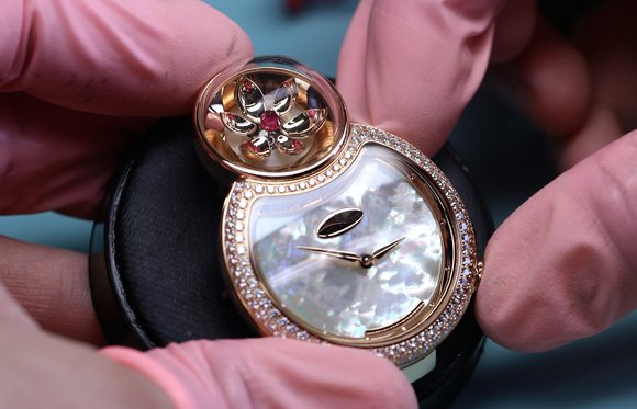 Jaquet-Droz-Lady-8-Flower-or-rose